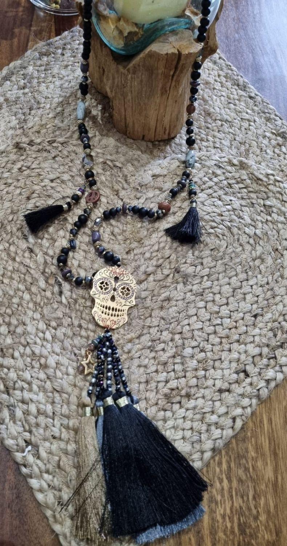 M - 002d Collar largo Fantasy black